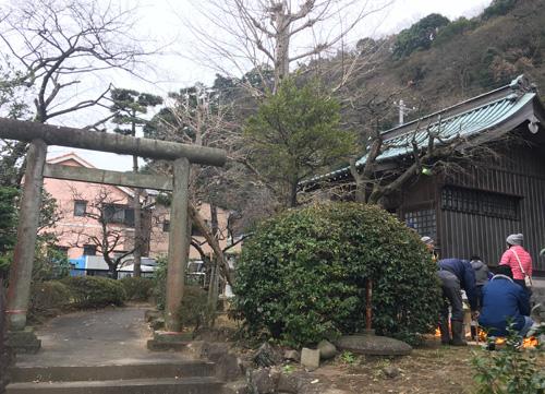 近所の小さい神社