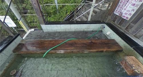 伊豆山神社の近く走り湯の足湯