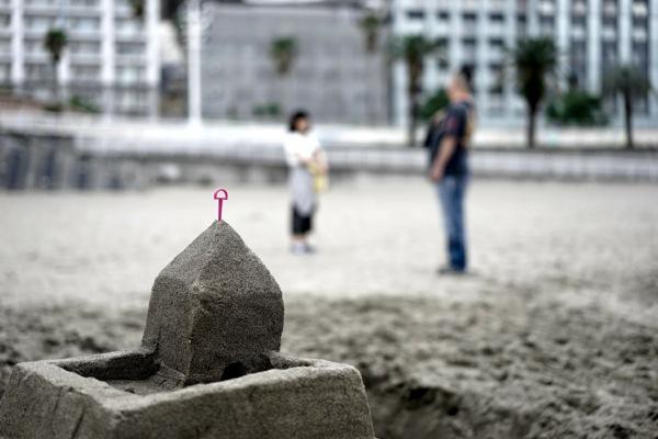 熱海サンビーチにできた砂の城郭
