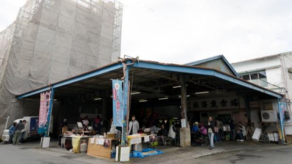 熱海魚祭り01_会場全体-02