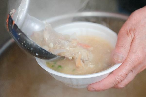 熱海魚祭り15_無料のアラ汁