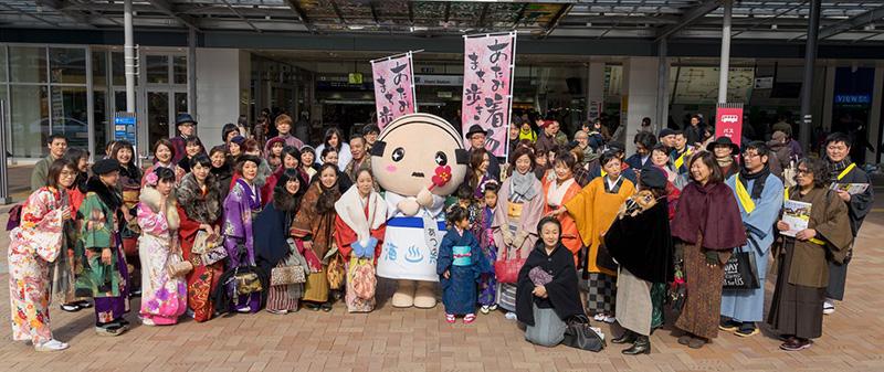 04_熱海駅前集合写真-01