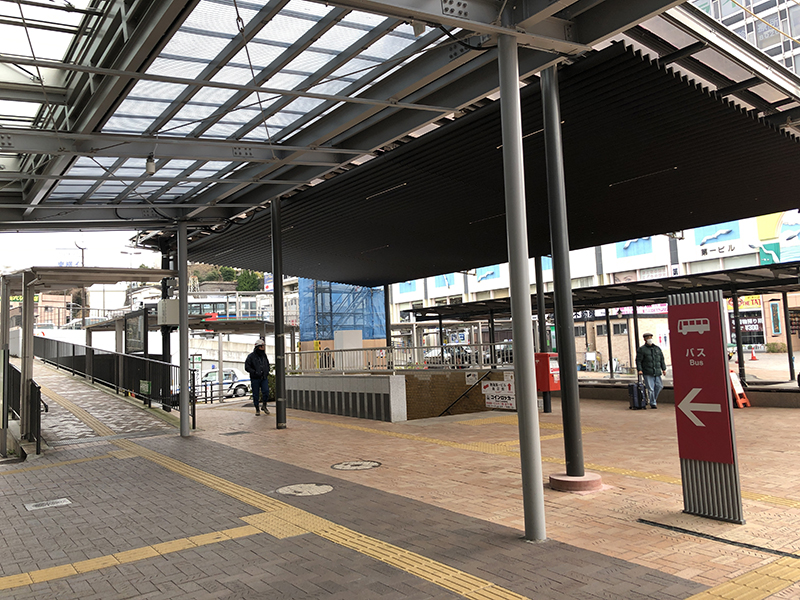 01_熱海駅開催外-左へ